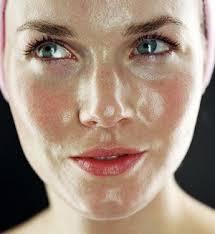 Уход за жирной кожей лица: процедуры очищения