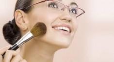 «Особенный» макияж под очки при близорукости и дальнозоркости
