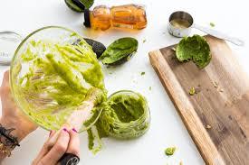 Маски из авокадо против жирной кожи