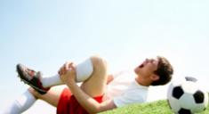 Что делать, если после тренировки стало хрустеть колено и опухло?